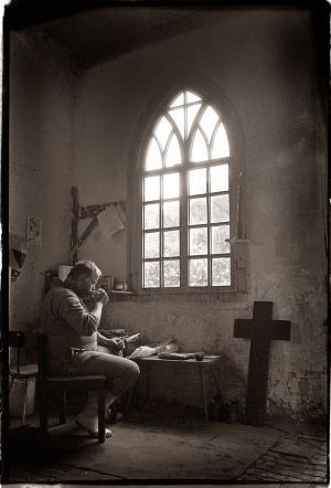Begraafplaatsbeheerder Dick van Duyn, Zijlpoort, Leiden 1996